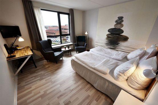 Hotelværelse Med Udsigt Ud Over Holstebro
